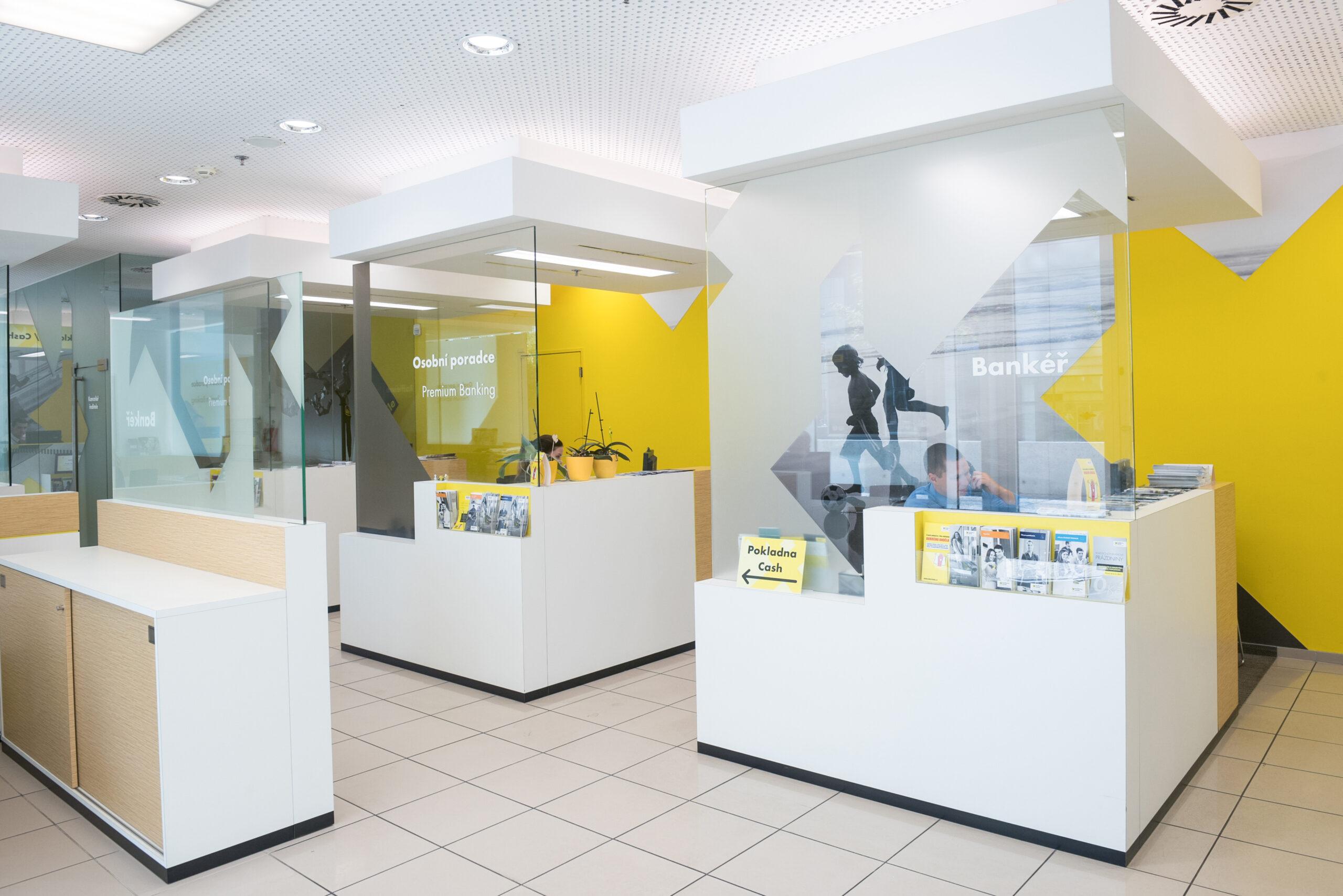 pobocka-raiffeisenbank-interier-moderni