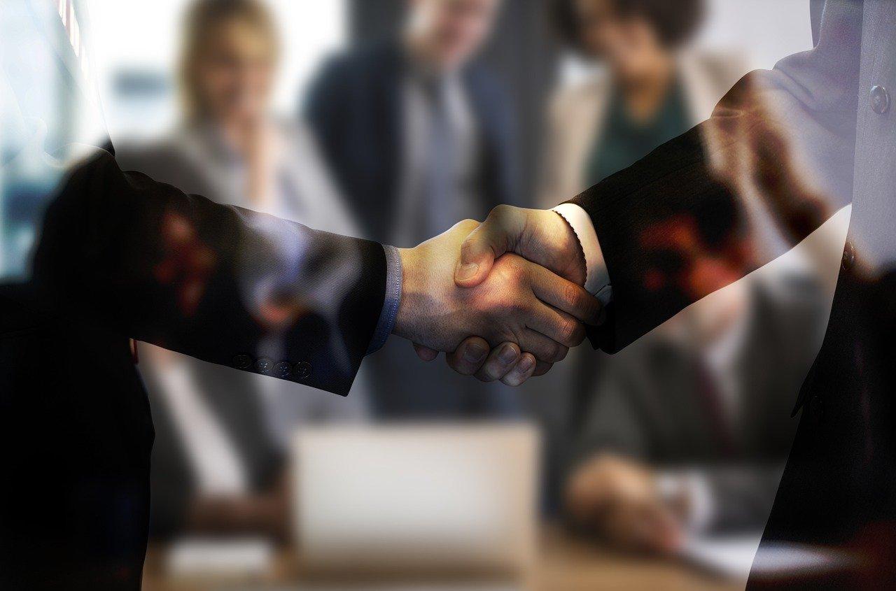 ruce potřesení rukou domluva dohoda